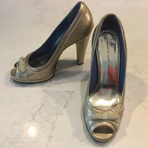 Marc by Marc Jacobs gold peep toe heels